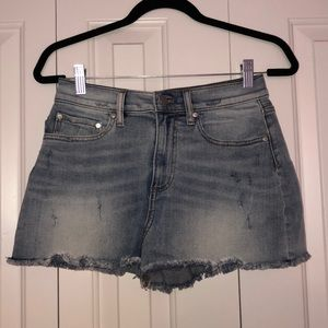 Pink light wash jean shorts, size 6